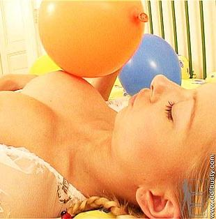 Kate K nude with balloons