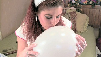 Morgaine with balloon